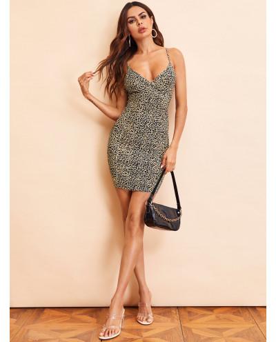Mini-robe moulante décolleté en V et imprimé léopard